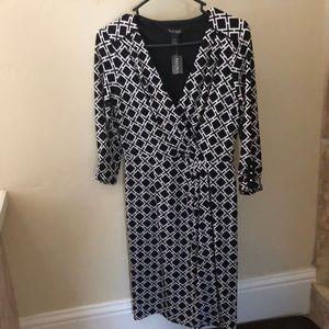 Dresses & Skirts - Geo Print knit dress